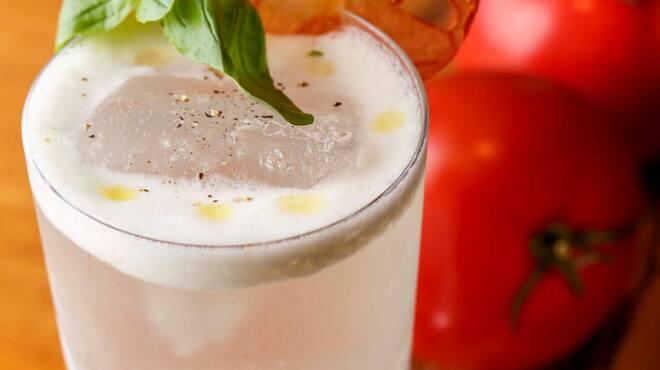 コードネーム ミクソロジー トウキョウ - 料理写真:【White tomato fizz】自家製バジルシンと遠心分離器を使用し透明にしたトマトジュースを使用した爽やかな1杯