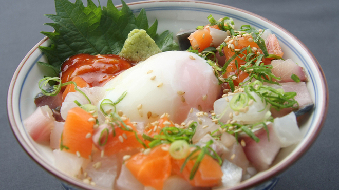 海平商店 - 料理写真:お刺身たっぷり『漁師丼』