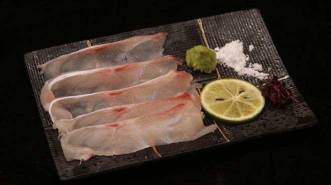 鮨 登喜和 - 料理写真:佐渡産アラの薄造り