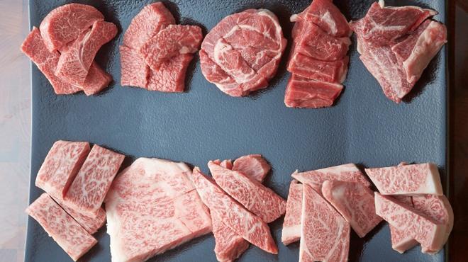 焼肉・しゃぶしゃぶ 肉の鶴々亭 - メイン写真: