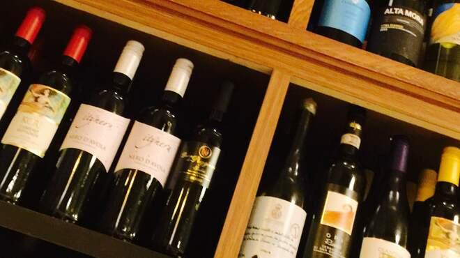 チェントアンニ - ドリンク写真:シチリアを中心に、イタリア全州のワインを取り揃えております!