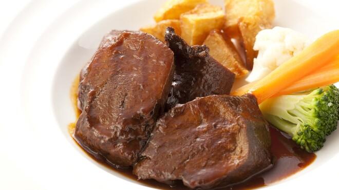 イベリコ・バル - 料理写真:イベリコタンの赤ワイン煮