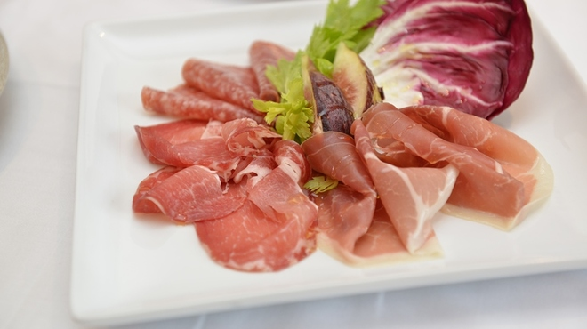 アル フレスコ ダイニング - 料理写真:イタリア産生ハムや珍しいサラミも取り揃えております。