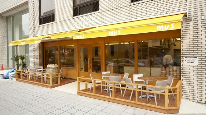 mus - 外観写真:ホテル阪急インターナショナルの真正面です。