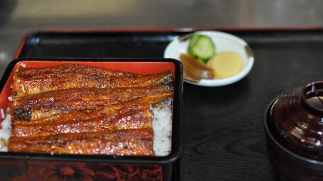 うな吉 - 料理写真:うな重(松)です。皮はパリパリ、中はジューシーに焼き上げます。