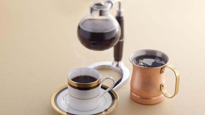 マルゼン カフェ - ドリンク写真:豆本来の味わい深みを引き出す煎れたてのサイフォンコーヒー