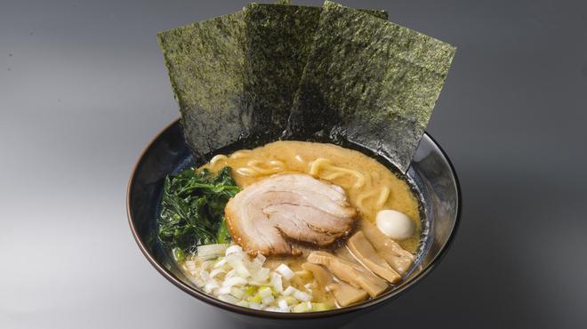 ゴル麺。 - 料理写真:醤油豚骨