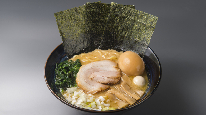 ゴル麺。 - 料理写真:味玉醤油豚骨