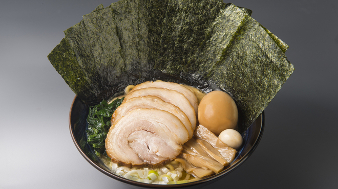 ゴル麺。 - 料理写真:全部のせ醤油豚骨
