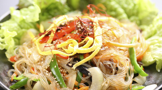 まいうKOREA - 料理写真:「チャプチェ」サツマイモから作った唐麺(タンミョン)を野菜とお肉で炒めた韓国定番料理