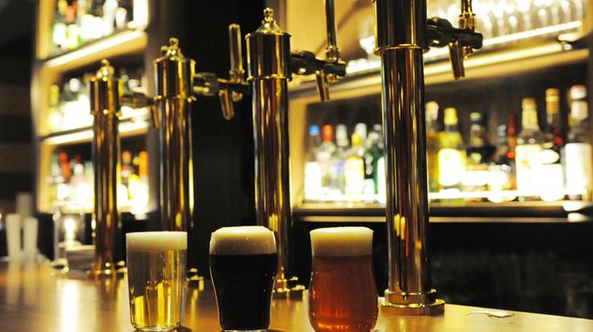 GRAND HOURS - ドリンク写真:クラフトビール三種 始めの一杯にどうぞ