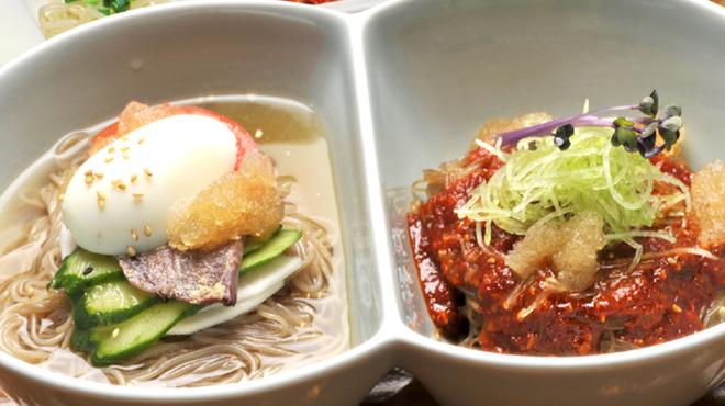 韓花 - 料理写真:水冷麺とピビン麺のハーフ&ハーフセットランチ