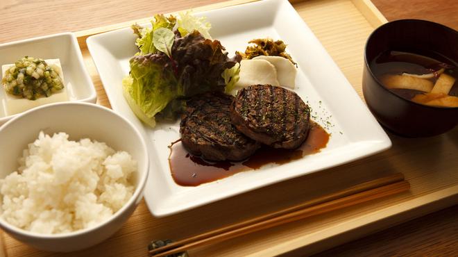 フクモリ - 料理写真:〈ランチ〉日替わり定食 [肉]