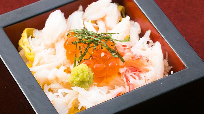 くいもの屋わん - 料理写真:縁_ズワイ蟹といくらの箱飯