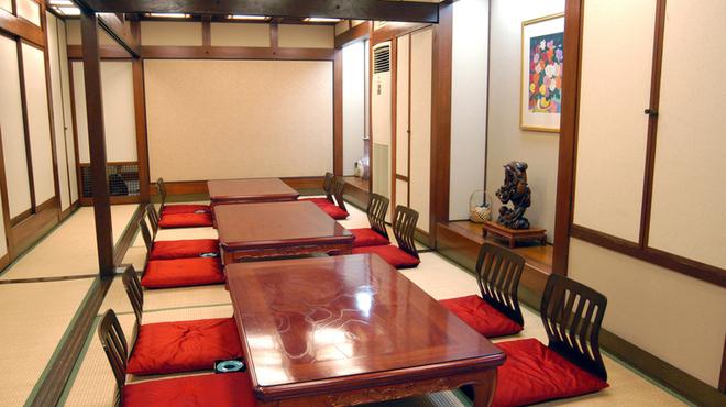 馬春楼 - 内観写真:お集まりにぴったりな最大30名様の宴会が可能な宴会場ございます。