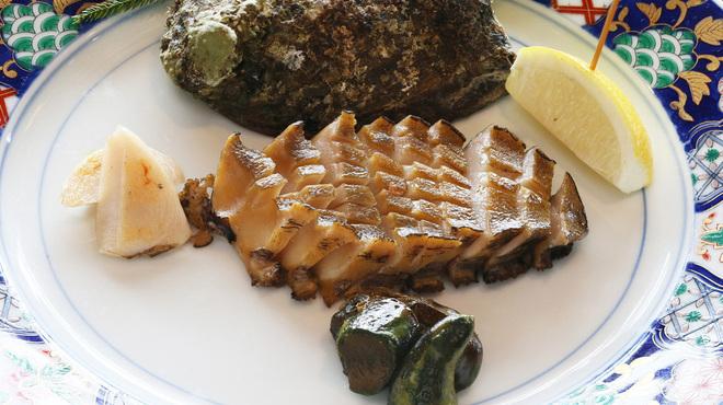 横浜瀬里奈 ステーキドーム - 料理写真:国産 活黒鮑 盛り付け