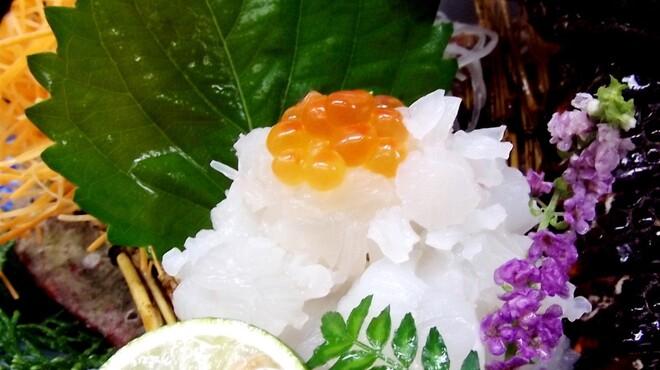 炫 - 料理写真:当店自慢の活伊勢海老を使ったお造りは、プリプリの食感と天然の甘味が絶品!