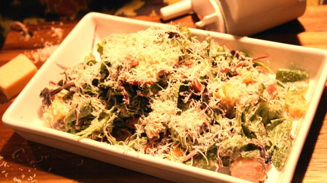TRIP - 料理写真:TRIPのシーザーサラダはきっと今まで食べ慣れたアレを覆すシーザーサラダです。