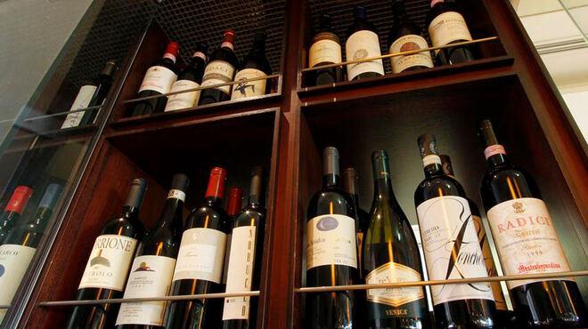 イゾラ トラットリア - ドリンク写真:本格ワイン