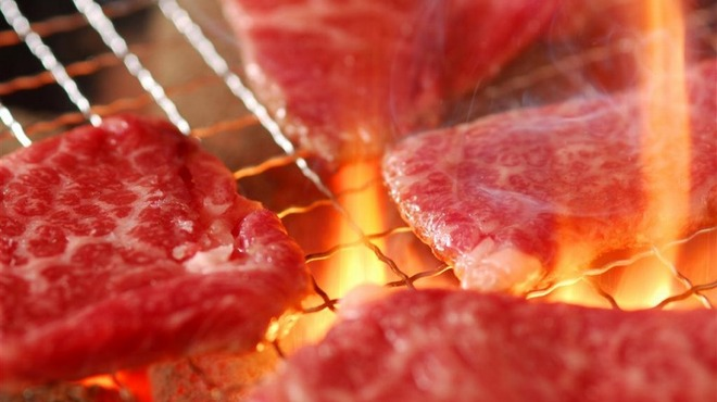 味覚園 - 料理写真:国産牛の旨みを炭火で引き出します!