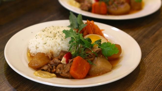 ファシュタ - 料理写真:ランチ 日替わり「若鶏のアドボライス」