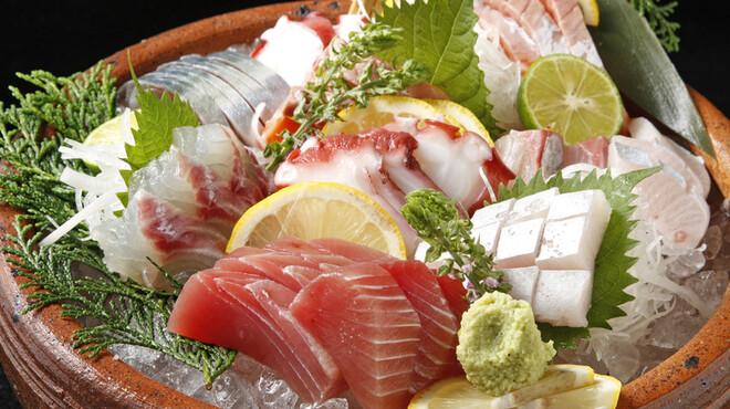 はかた風土 - 料理写真:長浜市場直買!鮮度抜群旬魚刺し盛り