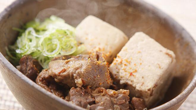 大鍋や - 料理写真:名物の「もつ肉豆腐」
