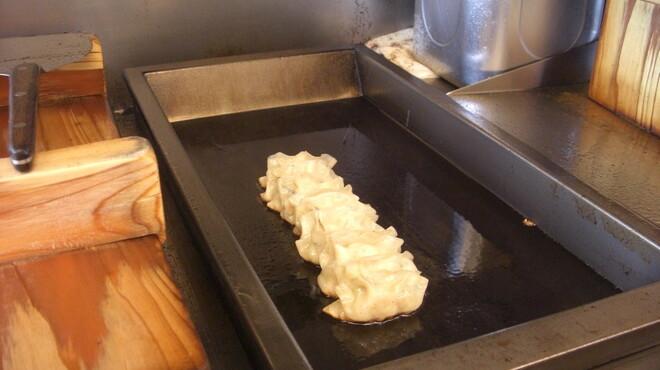 孫悟空 - 料理写真:心を込めて餃子を焼き上げます♪