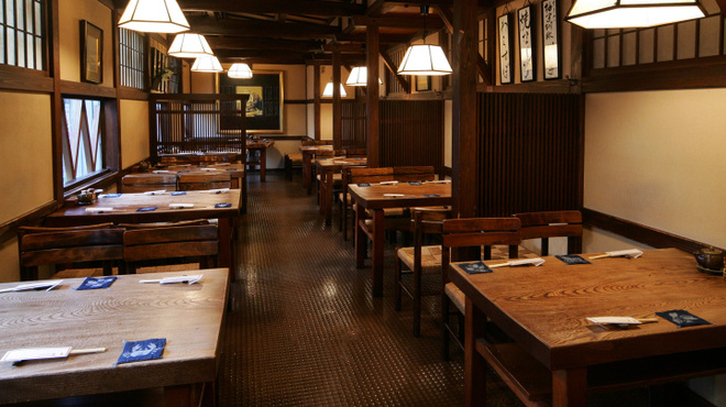 九州郷土料理 赤坂有薫 - 内観写真:【テーブル席】1名様~4名様