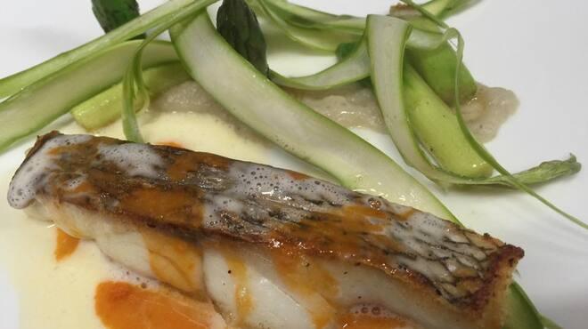 epice - 料理写真:桜鯛のポワレ アスパラガス