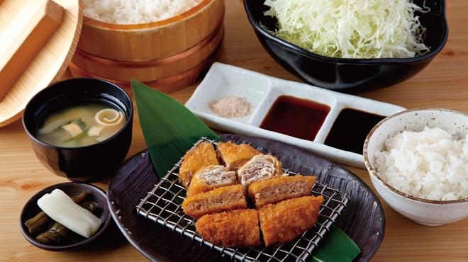キムカツ - 料理写真:キムカツハーフ(1/2)とメンチカツ膳
