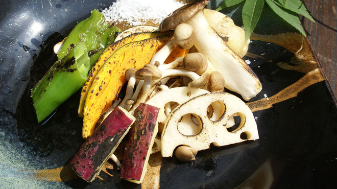 月味座 - 料理写真:お野菜も炭火でシンプルに炙る。極上の贅沢です。