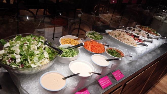 マンゴツリー カフェ - 料理写真:タイ風ドレッシングが人気のサラダBarとタイのサラダ★ヤムコーナー★