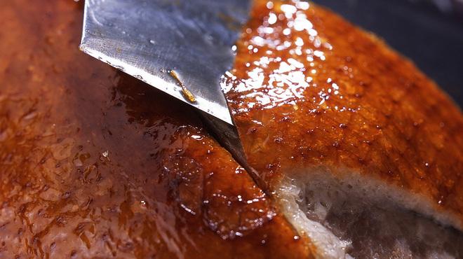 大観苑 - 料理写真:テーブルを華やかに演出する北京ダックの味わいも格別