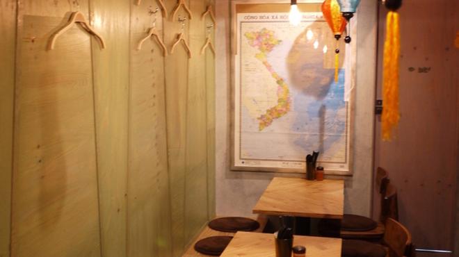ベトナムダイニング ハノイのホイさん2(ハイ) - 内観写真:店内奥テーブル12席 貸切も可能