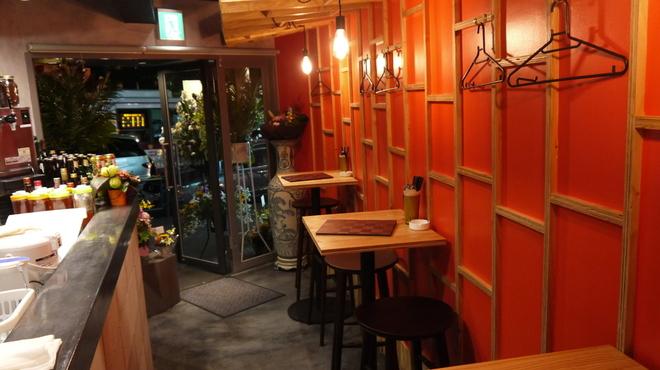 ベトナムダイニング ハノイのホイさん2(ハイ) - 内観写真:店内入り口のお席