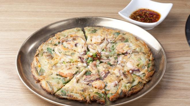 韓国料理・炭火焼肉 大使館 - メイン写真:
