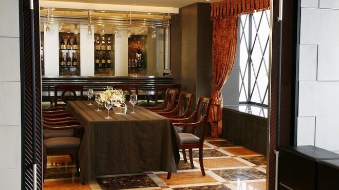 鉄板焼レストラン オーク - 内観写真:大人6名様~10名様でご利用頂けます。