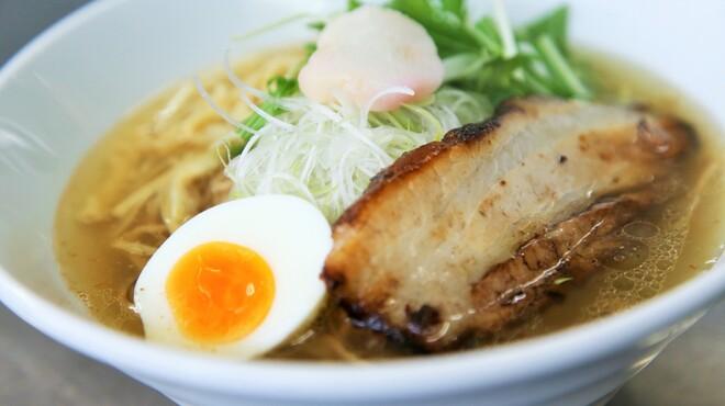 麺や七福 - 料理写真:『炙り』香ばしく炙った厚切りの国産豚バラ肉のチャーシューをトッピング。