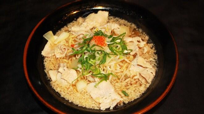 中華そば鷸 - 料理写真:茂原ご当地ラーメンのもばらーめん[醤油味]は鶏ガラの清湯スープに背脂を浮かせ柚子おろし大根を添えて、見た目よりもあっさりと仕上げています。勿論、化学調味料は一切使っていません。ガッツリいきたい方はバラ肉の量を増やせる二段盛り、三段盛り、師範盛り、神盛りご用意してますので是非お試しください!