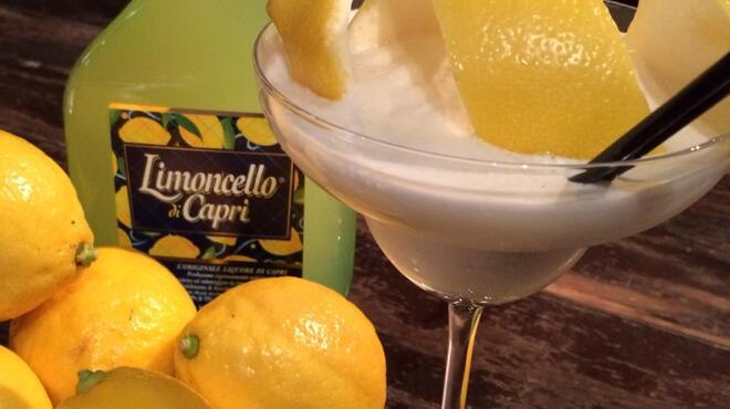 THE FUJIYA GOHONJIN - ドリンク写真:イタリアのリキュール『リモンチェッロ』を使ったオリジナルカクテル。フレッシュレモンもたっぷりと使用しているので甘すぎず、お料理とも良く合うスッキリとした口当たりです。