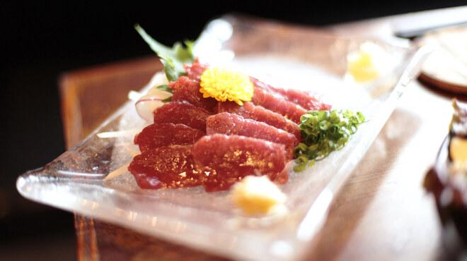 だんだん - 料理写真:熊本直送の高級馬刺し