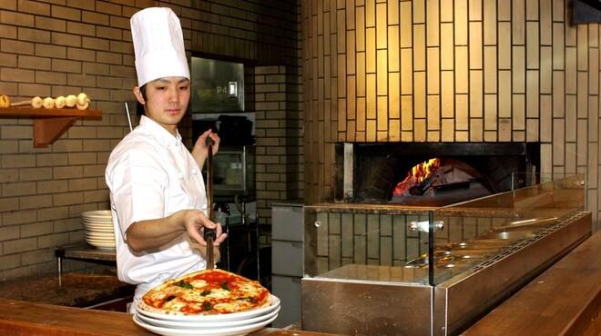 オールドヒッコリー - 内観写真:ピザ職人