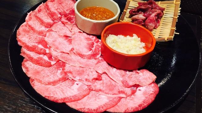 俺の焼肉 - 料理写真:特選牛タンランチ 220g (ご飯・スープ付)999円