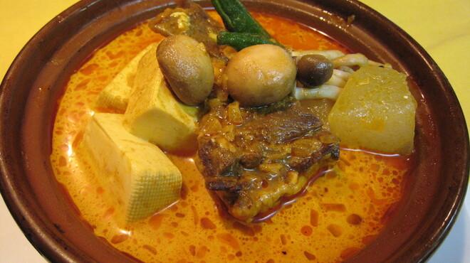 バロッサ - 料理写真:【ヘルシーカレー】牛タンと豆腐の入った辛口カレー