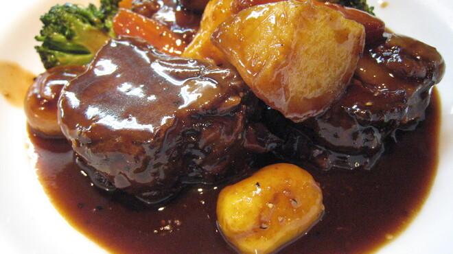 バロッサ - 料理写真:ビーフシチュー [和牛肉と季節野菜の赤ワイン風味やわらか煮込み]2000円