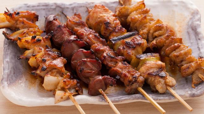 炭火串焼と旬鮮料理の店 炭火焼 炉暖 - 料理写真:料理長厳選!焼き鳥の盛り合わせ