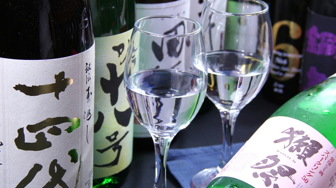 ホ・オポノポノ - ドリンク写真:希少日本酒をグラス売り、もしくは飲み放題。