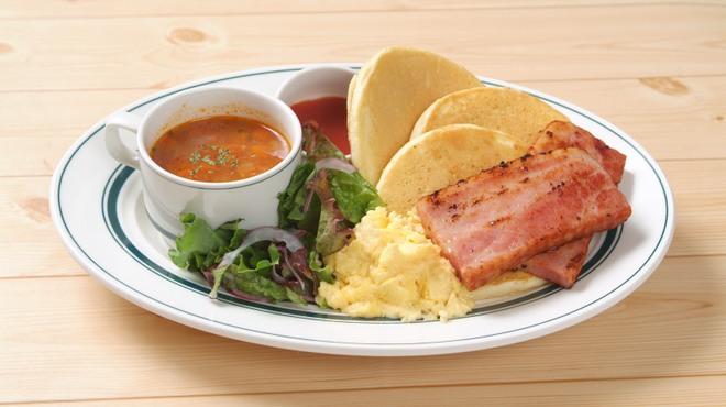 カフェ&パンケーキ gram  - 料理写真:ベーコンとスクランブルエッグのワンプレーとパンケーキ