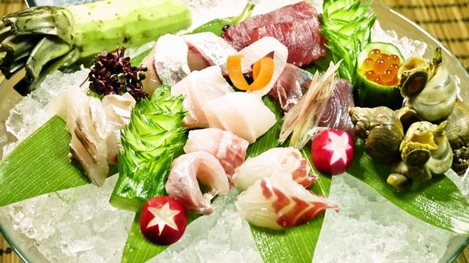 魚が旨い謎の店。UROKO - メイン写真: